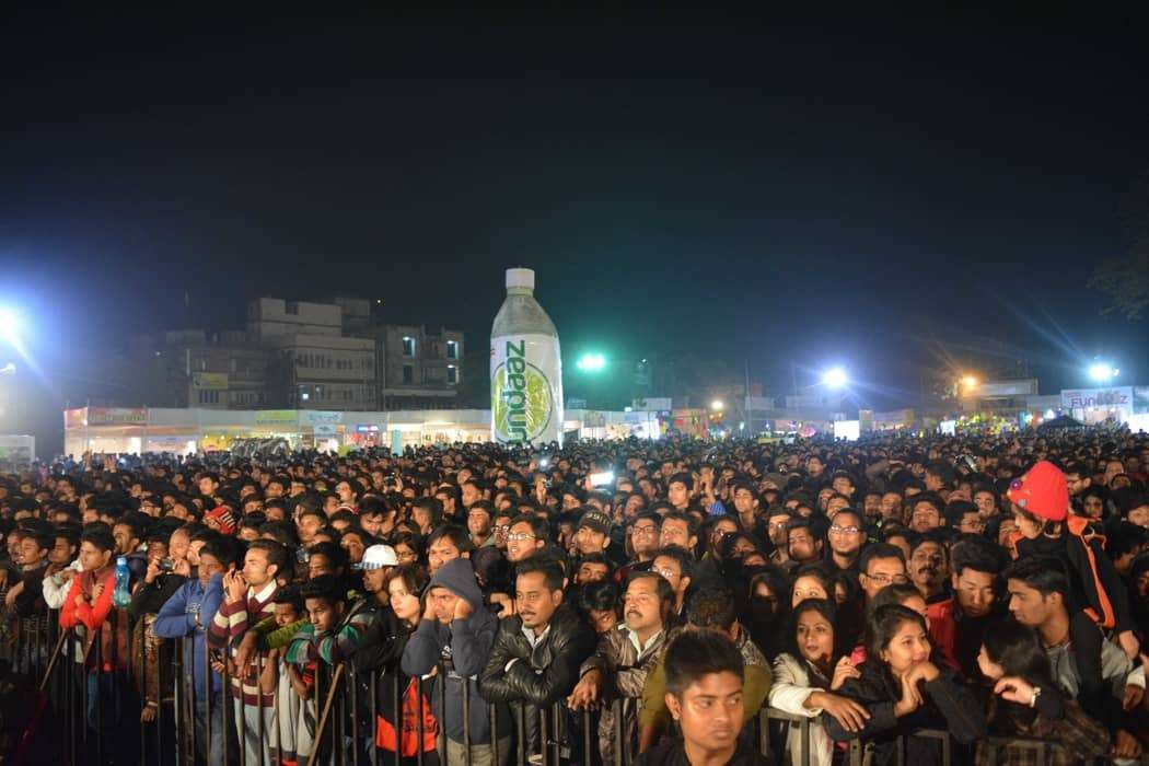 crowded_rongali_grou_ez3Dw