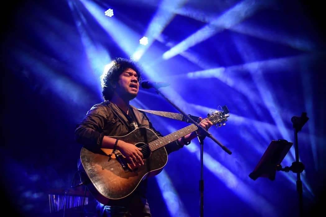 papon_performing_at__lHsPc